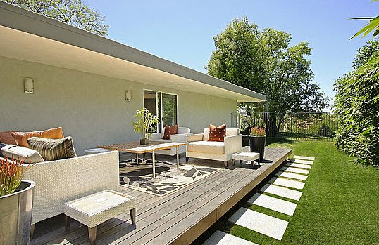 Miley Cyrus Living Space Outdoor 2 - 5 Dazzling Celebrity Cribs