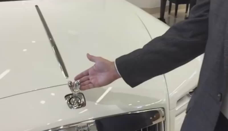 Rolls Royce logo - You must have seen Rolls Royce logo, see what happens when somebody tries to steal it