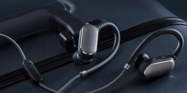 e - Xiaomi Bluetooth Headset, IPx4 rated that will fight against your sweat