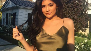 Kylie Jenner 2 364x205 - Kylie Jenner, just 20, makes millions every year and lives a lavish lifestyle