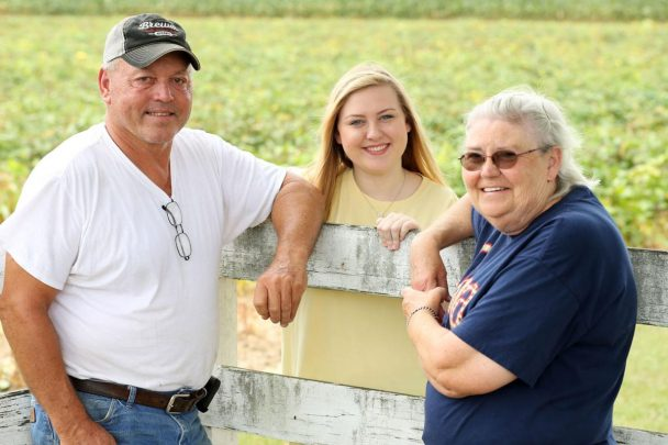 Mississippi Family Has A 32-Acre Farm To Plant Peas For The Public