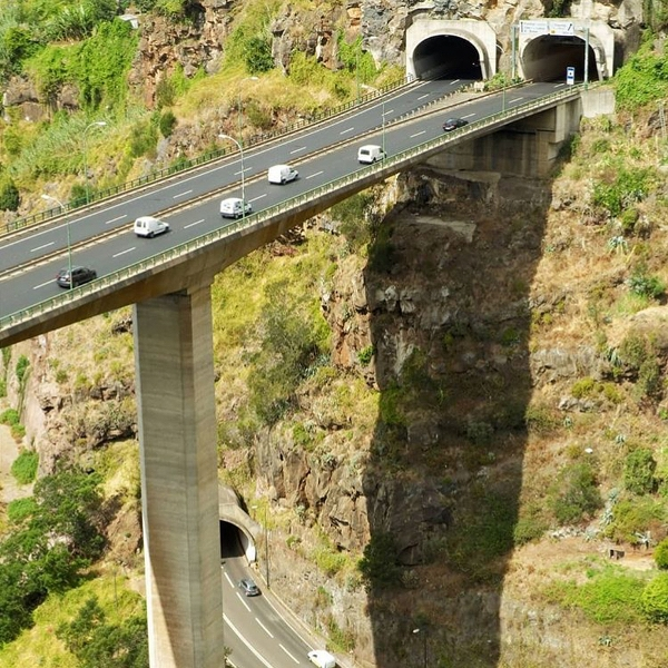 Stunning and unbelievable bridges around the world 1