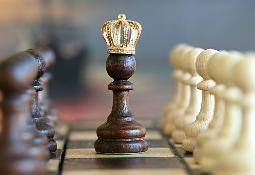 chess queen wood golden