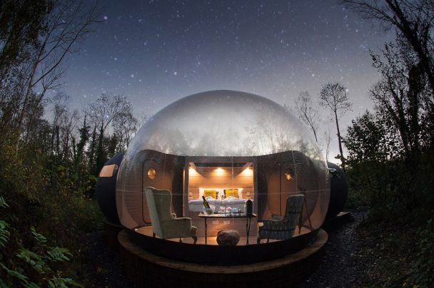 finn lough bubble ireland 608x404 - Did you know that there are places in this world where you can sleep in a bubble?