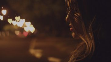 4 Signs That Your Ex Is Still In Love With You And Wants To Get Back