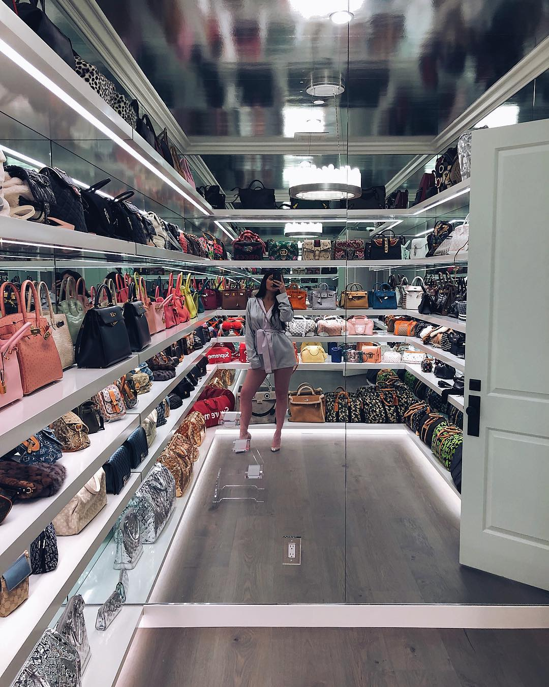 Take a look at Kylie Jenner's Luxurious home from Inside 2