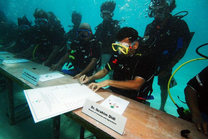 underwater Maldives president cabinet meeting