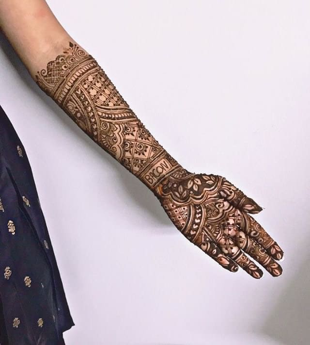 "Instead Of Her To-Be-Husband's Name She Wrote ""Memes"" In Her Wedding Mehndi 1"