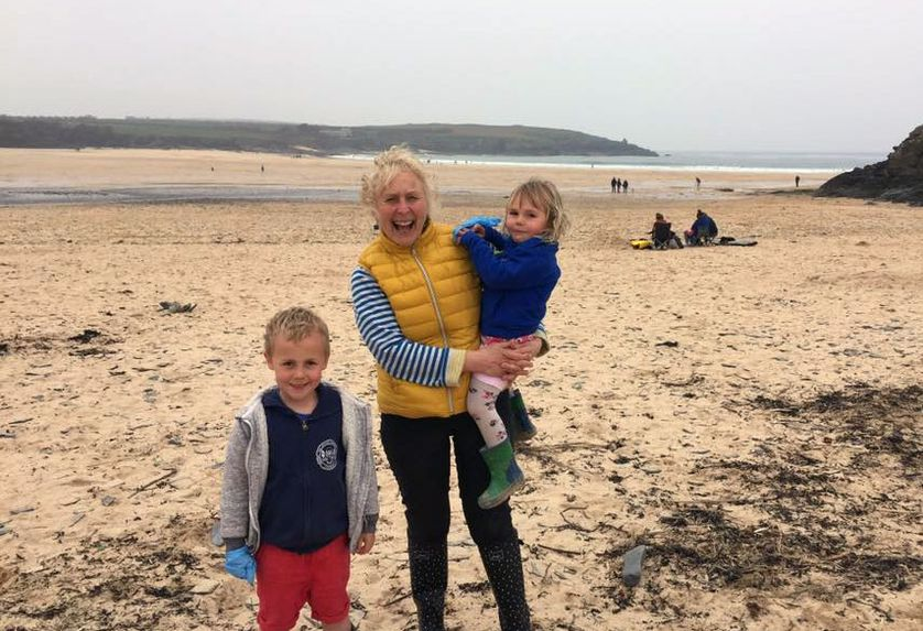 pat smith beach cleaner uk 3 - 70-Year-Old Woman Cleans 52 Beaches In One Year