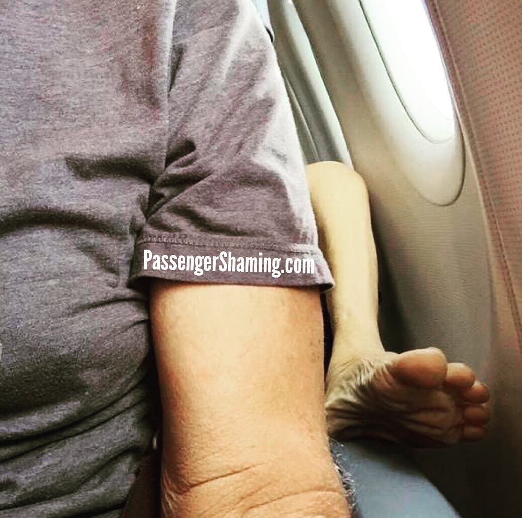 people travelling in aricraft funny pictures 2 - Just see these shocking pictures inside the flight