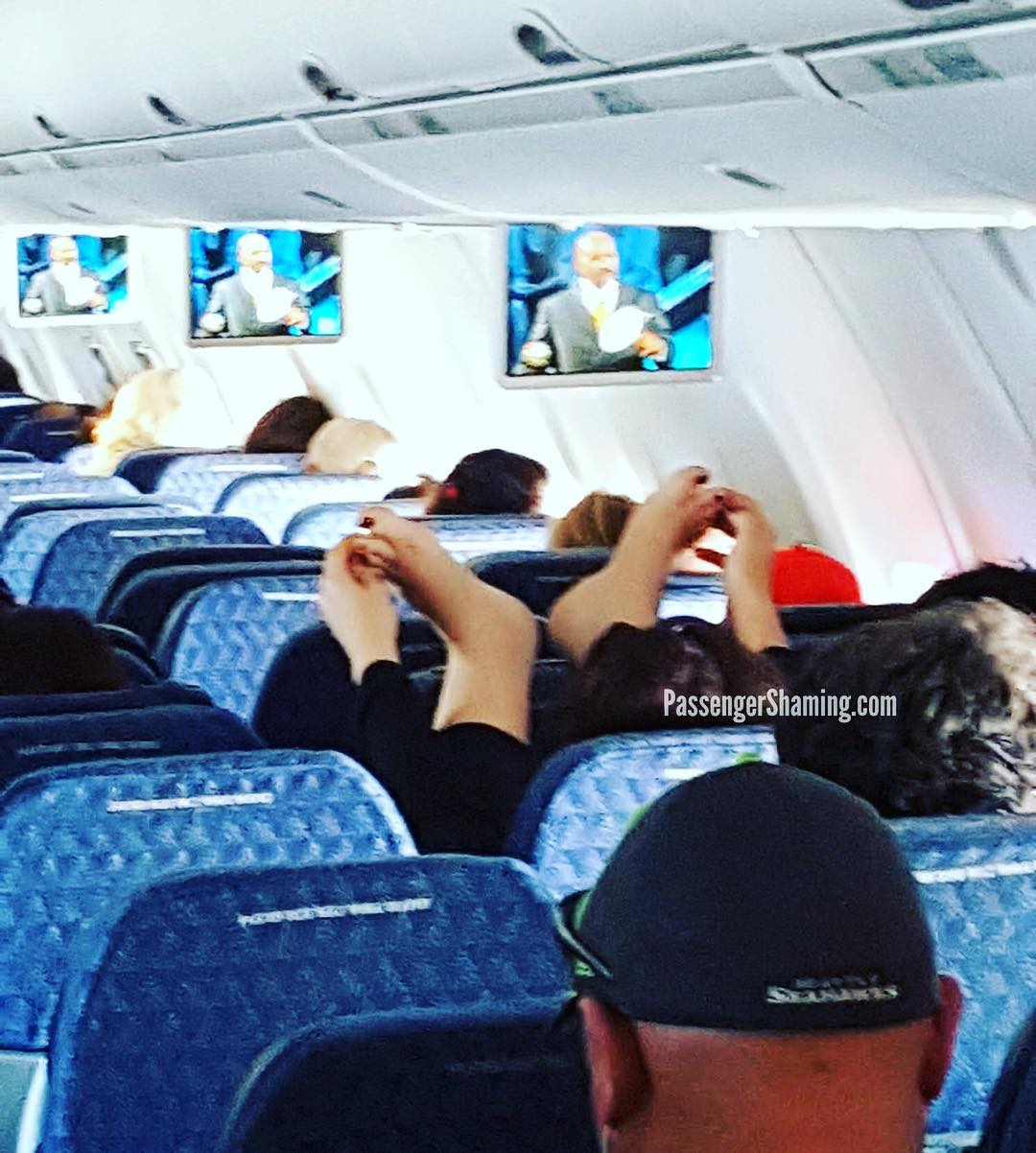 people travelling in aricraft funny pictures 5 - Just see these shocking pictures inside the flight