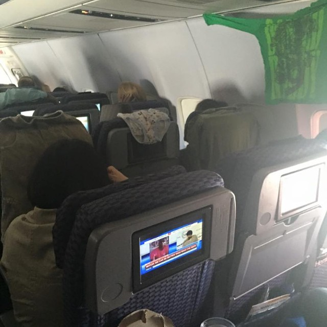 people travelling in aricraft funny pictures 6 - Just see these shocking pictures inside the flight