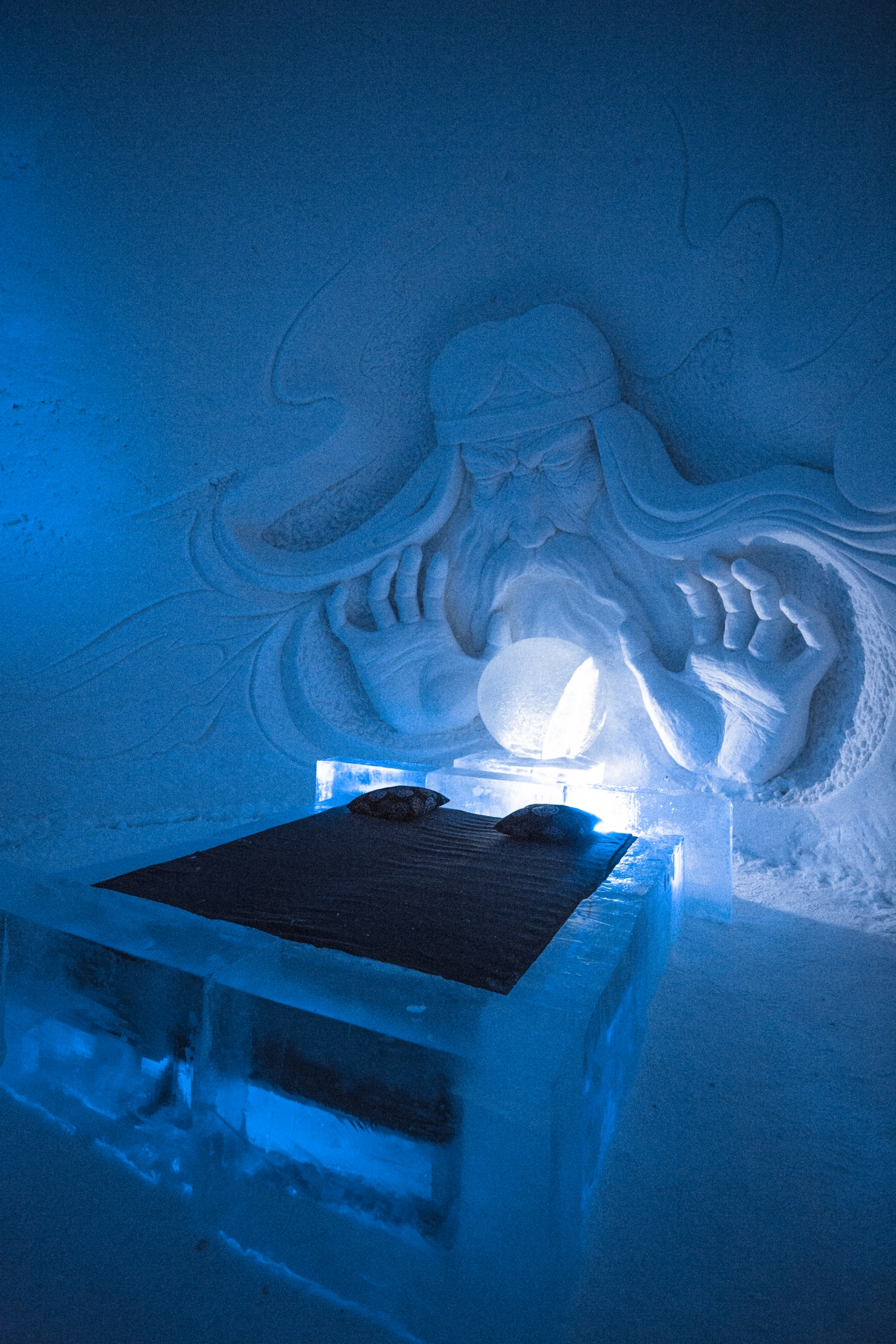 snowvillage games of thrones 2017 2018 fortuneteller1 1304x9999 - There is a Game of Thrones Snow Hotel in Finland