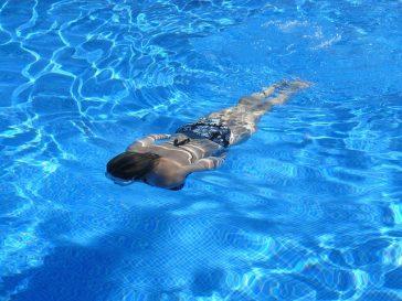 swim 364x273 - Life saving hacks: Easy tips that can save lives
