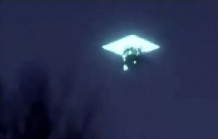 ufo russia 4 - This UFO sighting in Russia is scaring people all around the world