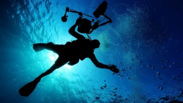 underwater man scuba diving