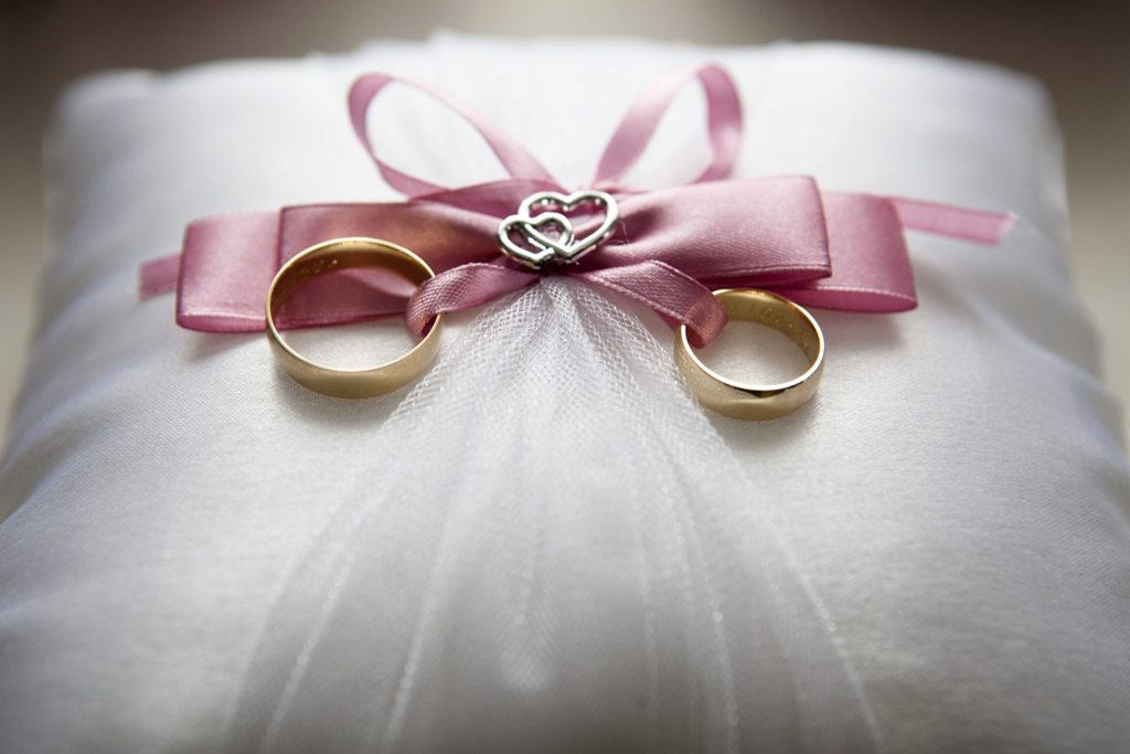 wedding ring tied