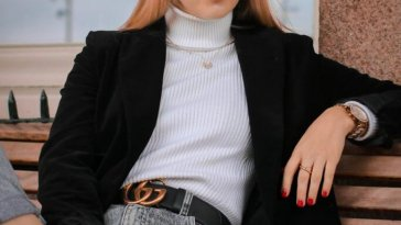 woman wearing gucci belt