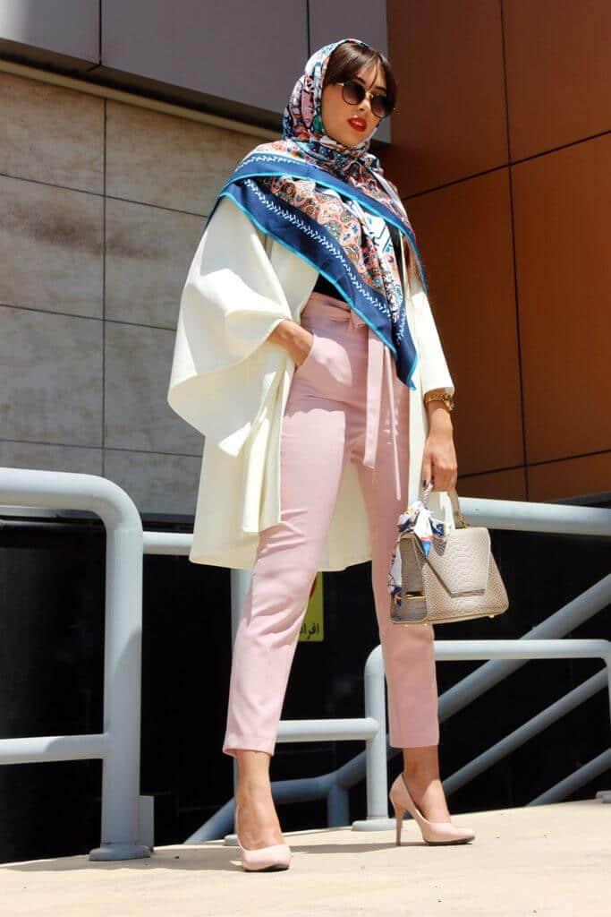 woman wearing scarve
